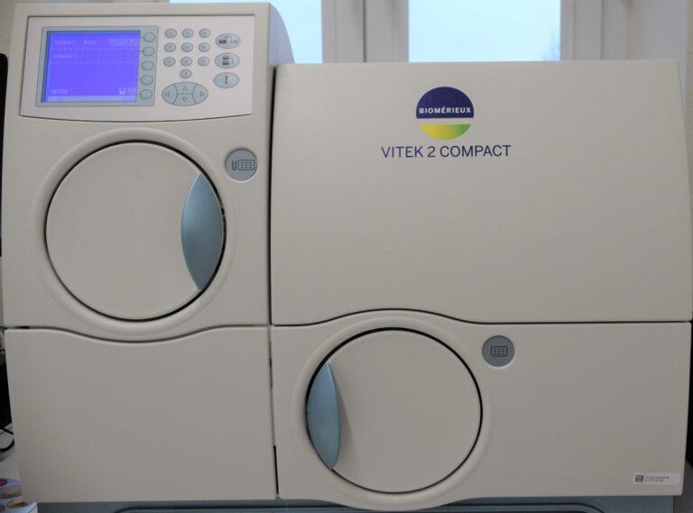 Kompaktowy, automatyczny system do identyfikacji i określania lekowrażliwości drobnoustrojów