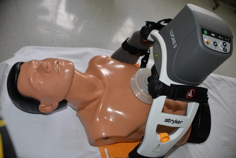 Automatyczne urządzenie do kompresji klatki piersiowej w trakcie resuscytacji